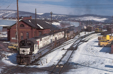 LV C628 625 leads 2 other C628s out of the D&H/EL Binghamton, NY yard in March, 1973 (Photo by Tom Trencansky, Collection of Jim Rowland)