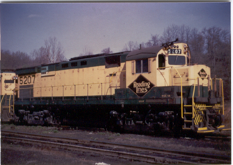 Reading C424 5207 at Bethlehem Engine Terminal (Charles Houser Photo, Collection of J. Rowland)